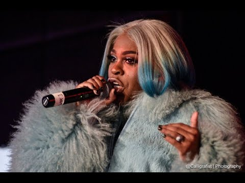 Lil Mo Perform