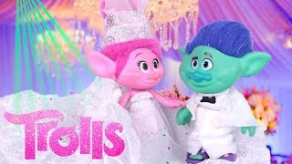 TROLLS Poppy and Branch GET MARRIED! Trolls Wedding from the TROLLS MOVIE Troll Dolls and Toys