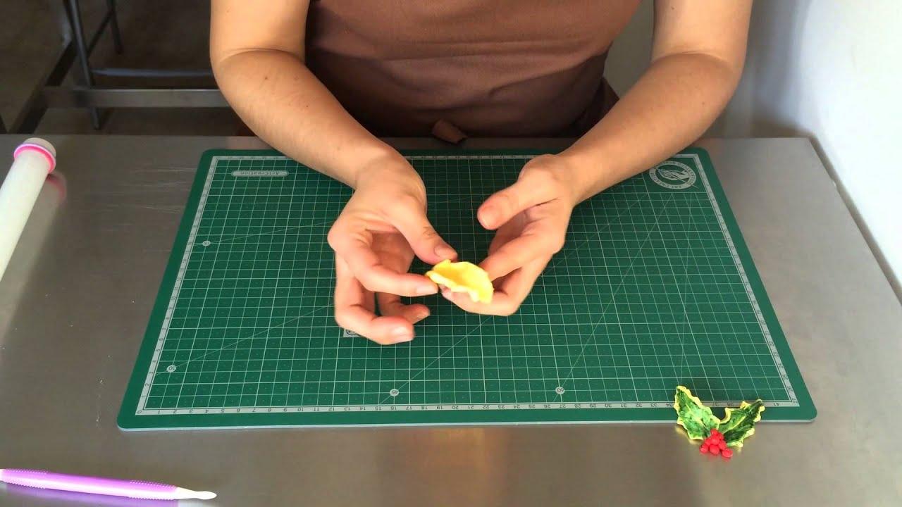 como pintar el fondant en hojas de acebo - YouTube