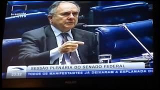 Senador 'Cristóvão Buarque' diz sobre o que Dilma deve dizer à nação.