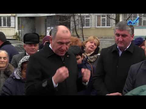 Рашид Темрезов пообещал жителям микрорайона Московский новую детскую площадку