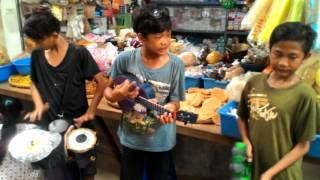 Video Sambalado versi pengamen pasar karangampel download MP3, 3GP, MP4, WEBM, AVI, FLV Desember 2017