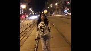 Девушка красиво танцует despacito
