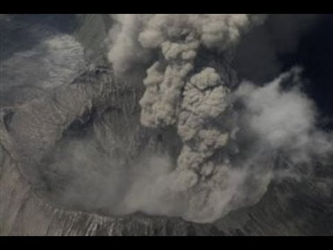 Volcanic Eruption in Indonesia Closes 3 Airports!!!