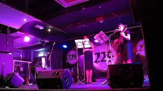 Весеннее танго (автор - Валерий Миляев, исполняют Анастасия Кравцова (Сегаль) и Маргарита Бакина