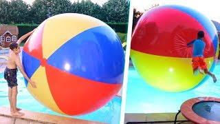 WORLD'S LARGEST BEACH BALL : LE PLUS GRAND BALLON DE PLAGE DU MONDE DANS LA PISCINE !