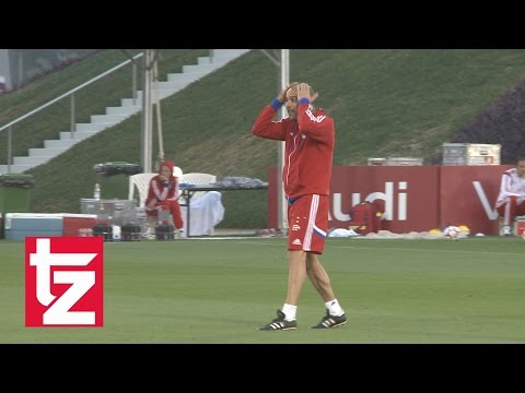 FC Bayern: Letztes Training in Doha - Pep wieder in Action - Rode muss durchs Spalier