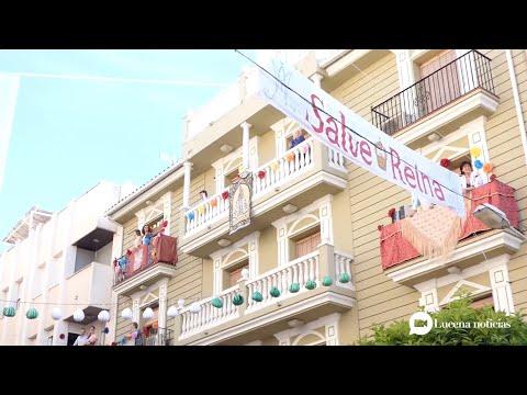 VÍDEO: Flores de papel, banderolas y guirnaldas en los balcones para recordar a María Sta. de Araceli
