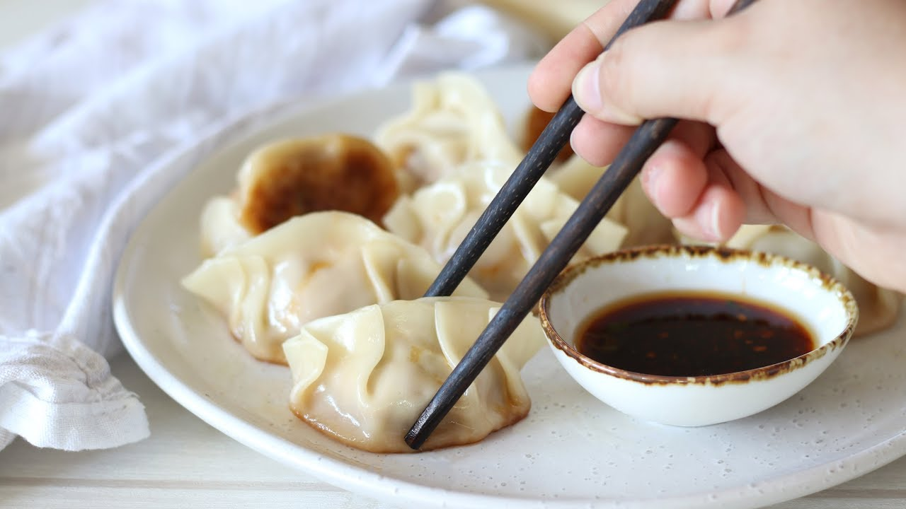 Pork And Cabbage Chinese Dumplings Recipe Youtube
