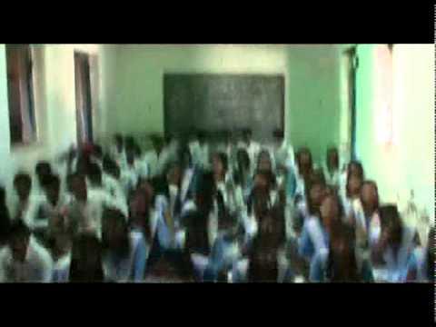 बेलरगोंदी गांव का हाई स्कूल,  स्कूल आ पढ़े बर जिनगी ल गढ़े बर।