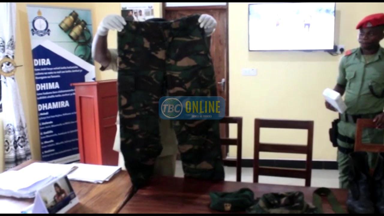 Download Jeshi la Polisi  lamshikilia James Mwakateba kwa kosa la kukutwa na sare za Jeshi