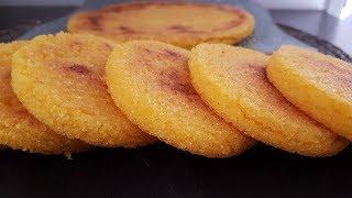 La galette de mais ou harcha est un pain marocain qui se mange au p...