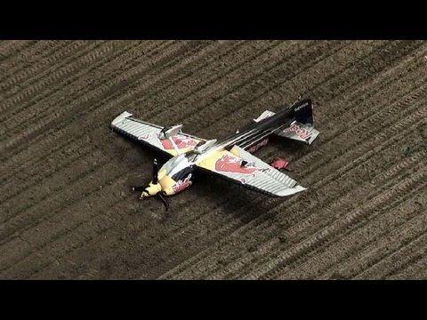 Emergency Landing During Flight To Niagara Falls - Pilot Peter Besenyei