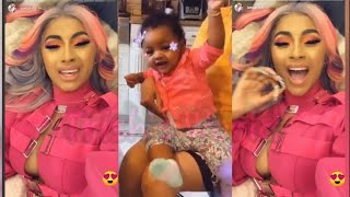 Cardi B & Offset's Daughter Kulture Takes Her First Steps & Offset Was The First To See It 🥰