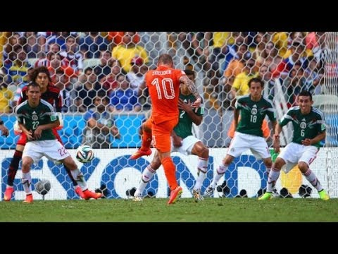 Netherlands stuns Mexico 2-1