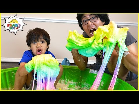 Ryan Pretend Play Making DIY Satisfying Slime with Daddy!!!