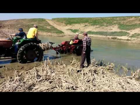 Tractor salvat din Dambovita from YouTube · Duration:  43 seconds