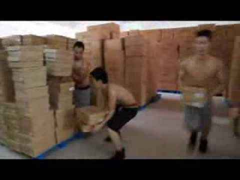 Как работают китайские грузчики на складе