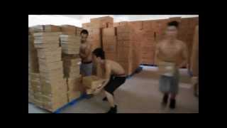 Как работают китайские грузчики на складе(Погрузка товара на китайском складе., 2013-02-27T20:35:31.000Z)