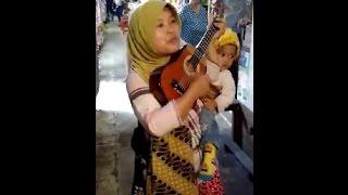 Video secawan madu By Sri pengamen di pasar baru banjarmasin suara merdu download MP3, 3GP, MP4, WEBM, AVI, FLV November 2018