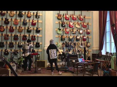 Alai Oli - Майская Live In Guitarbank