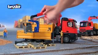 MB AROCS Baustellen LKW mit Kran und Zubehör -- 03651 -- Bruder Spielwaren