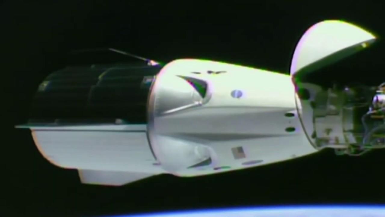 Экскурсия по Crew Dragon компании SpaceX Илона Маска