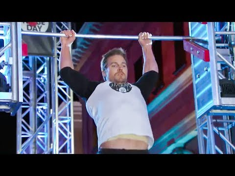Arrow's Star Stephen Amell Tear Through American Ninja Warrior Course - Full Video
