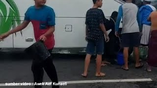 Penumpang Panik Asap  Tiba Tiba Muncul Penuhi Kabin Bus Pariwisata