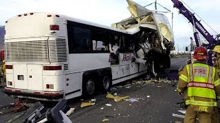 National News Bus Crash Recovery by Mohica Towing