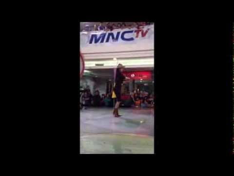 Dewi Perssik - Buka Dikit Joss ( Live TOPOP MNCTV 19/08/13 )