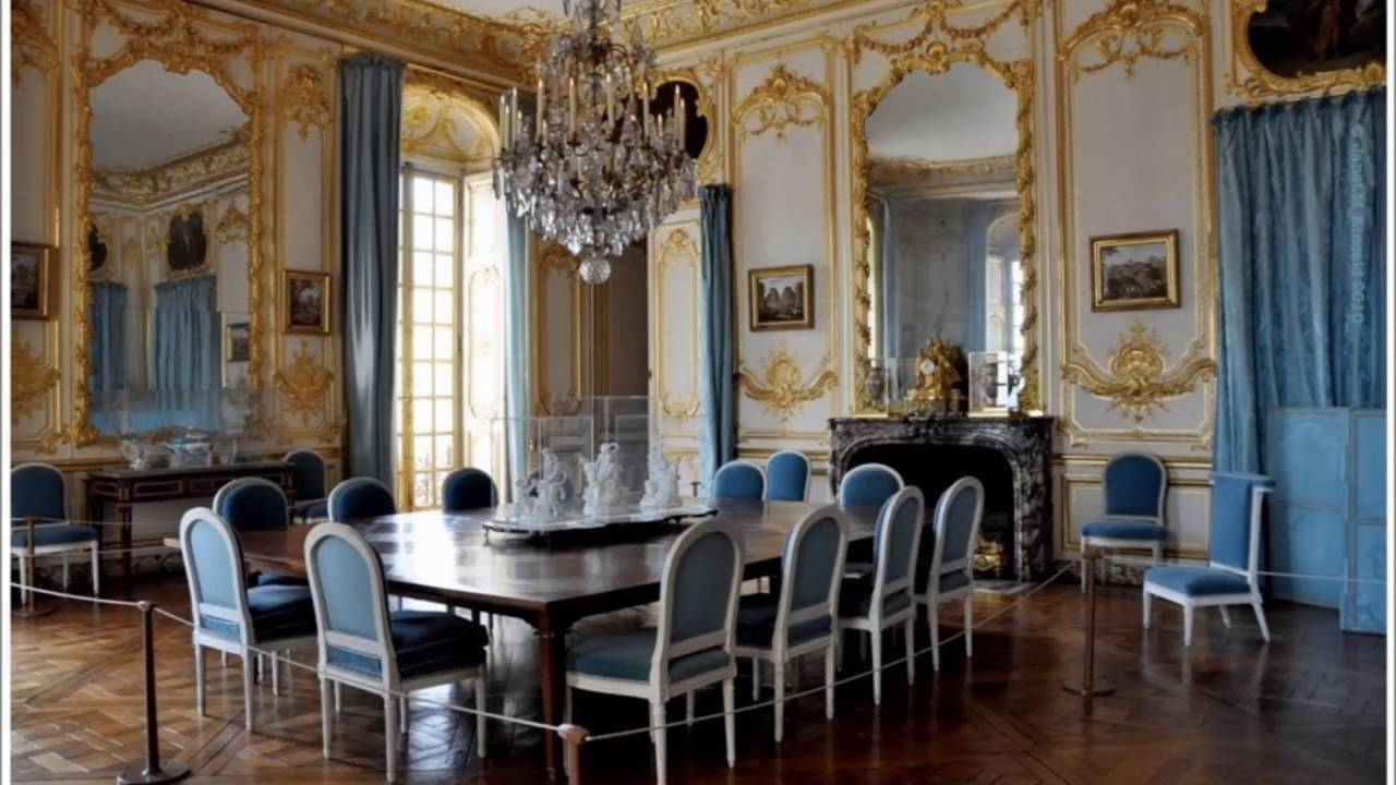 Vintage style of versaille french dining room designs for A dining room in french
