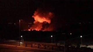 شاهد... انفجارت كبيرة تهز مطار المزة العسكري في العاصمة دمشق والنظام يتهم إسرائيل