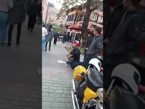 Sokakta saz çalan amca ciğer söktü