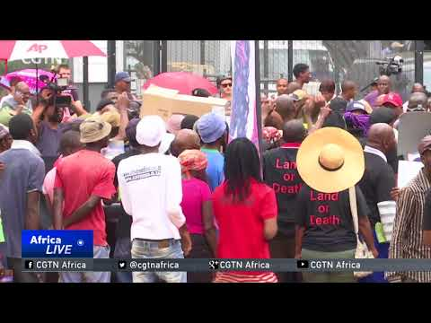 South African Politics: Pro- and anti-Zuma protests held in Johannesburg