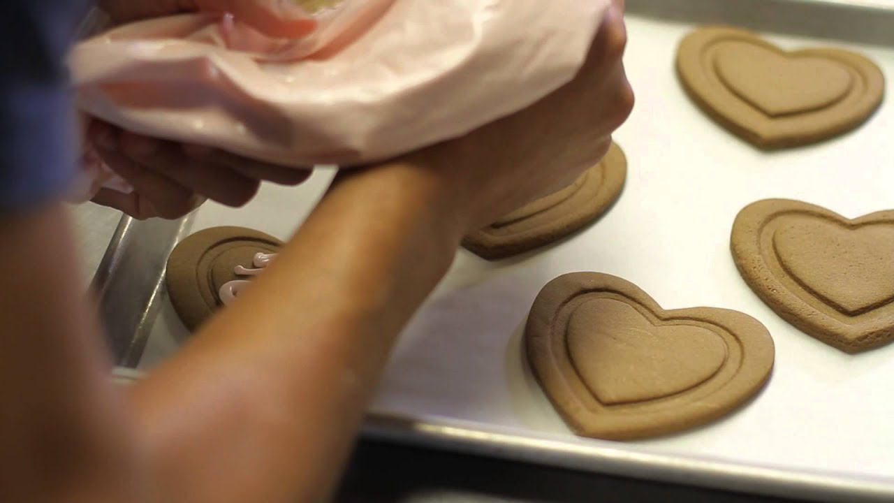 how to make cookies cupcakes for bridal shower favors have your cake decorate it too youtube