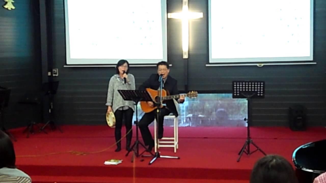 你是我的阿爸父~輝道校長全家合唱 - YouTube