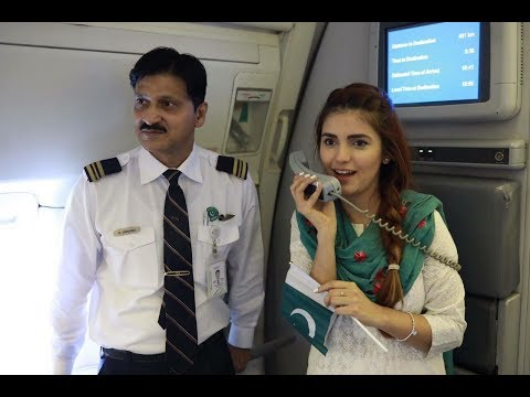 Momina Mustehsan Singing Dil Dil Pakistan in PIA || Independence day 2017