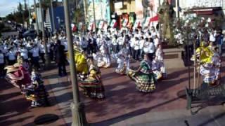 BANDA MUSICAL DELFINES DE VERACRUZ - EN PLAZA LOS MARIACHIS - 12/31/10
