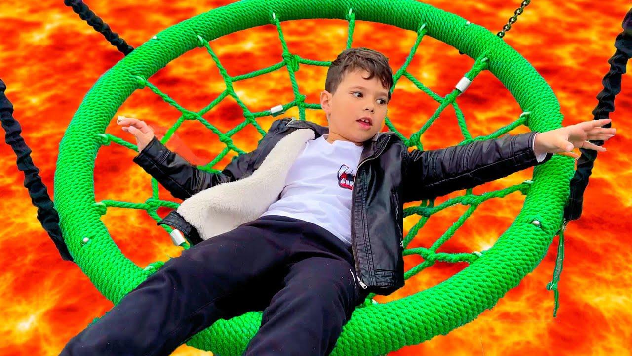 Егорка играет на Детской Площадке