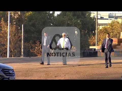 Presidente Piñera es captado fotografiándose en Plaza Italia