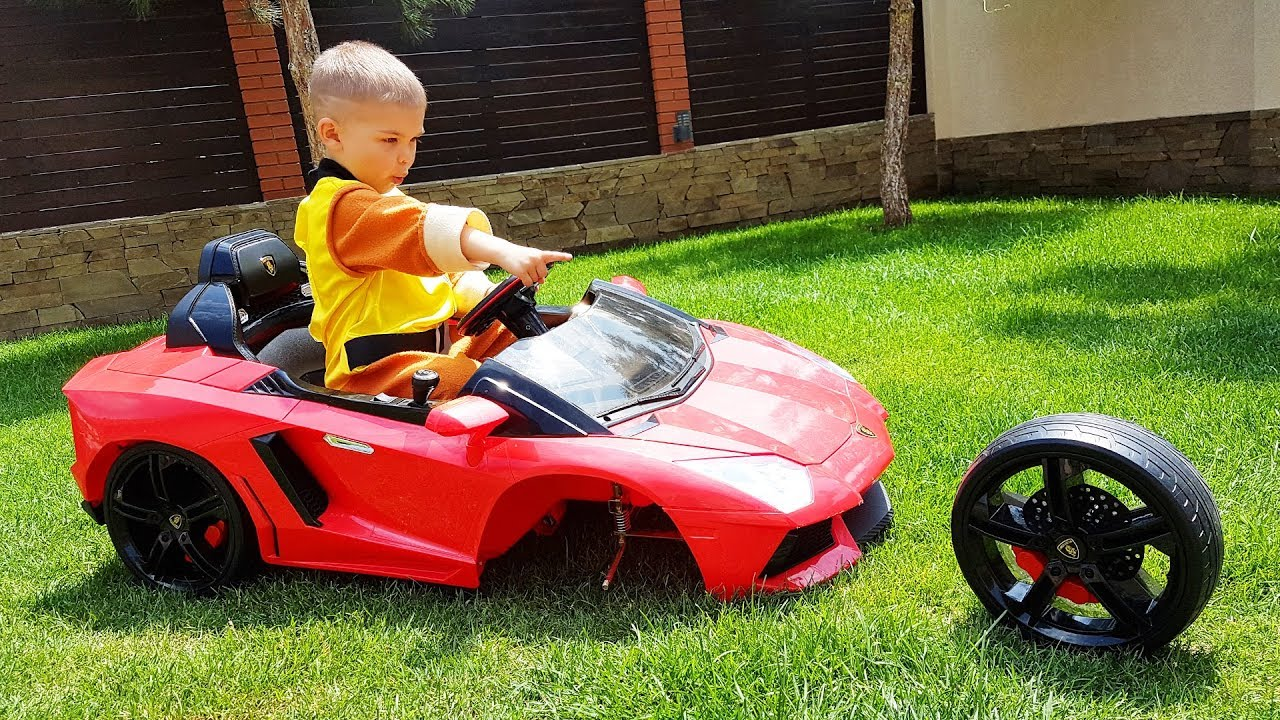 The wheel fell off on red Lambo - Paw Patrol fixing wheel