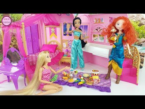 Rapunzel y Mérida adoptan al Monito Abú - Historias de Princesas Disney Barbie