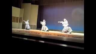 先月行われた「利鳳会舞踊公演」にて特別ゲストで谷龍介さんの演舞を交...