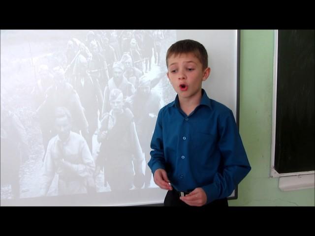 Изображение предпросмотра прочтения – ВладиславГладков читает произведение «Майор привез мальчишку на лафете» К.М.Симонова