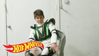 Baixar Behind the Scenes: Laser Battle Spin Cycle! | Track Wars | Hot Wheels