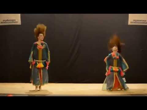 ماريا المغربية ترقص مع والدتها الاوكرانية thumbnail