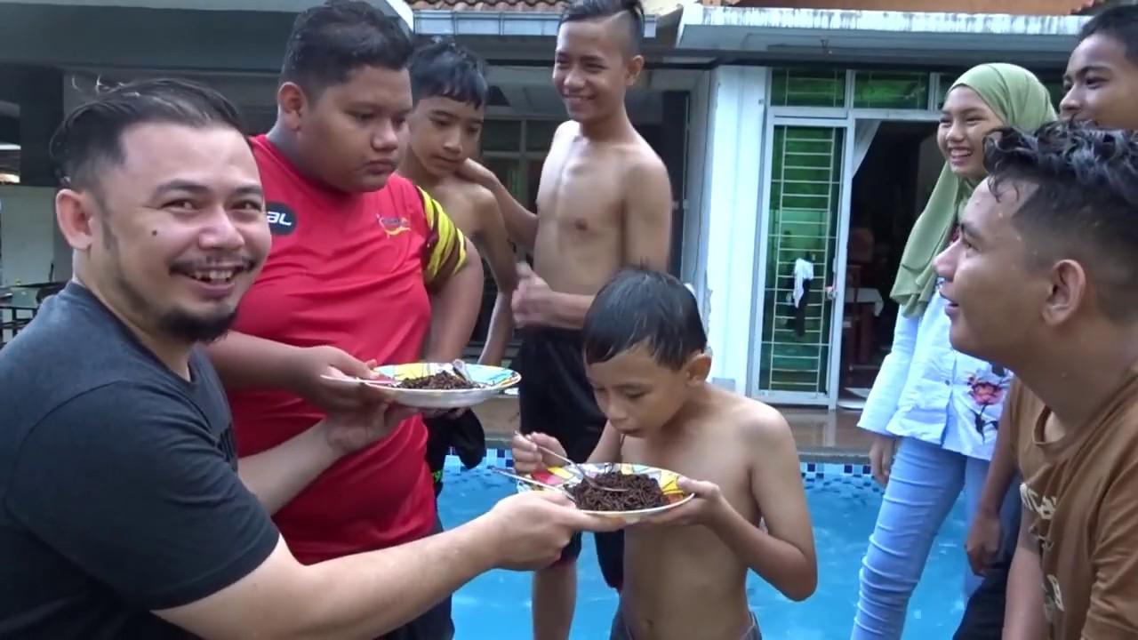 Download Kena Prank makan Ghost Pepper pedas !! Anak anak buah buat Challenge di Hari Raya