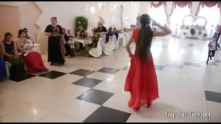 Цыганские девочки показывают умения в танце!