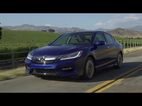 2017 Honda Accord Hybrid: Three motors, no transmission (CNET On Cars, Episode 95)
